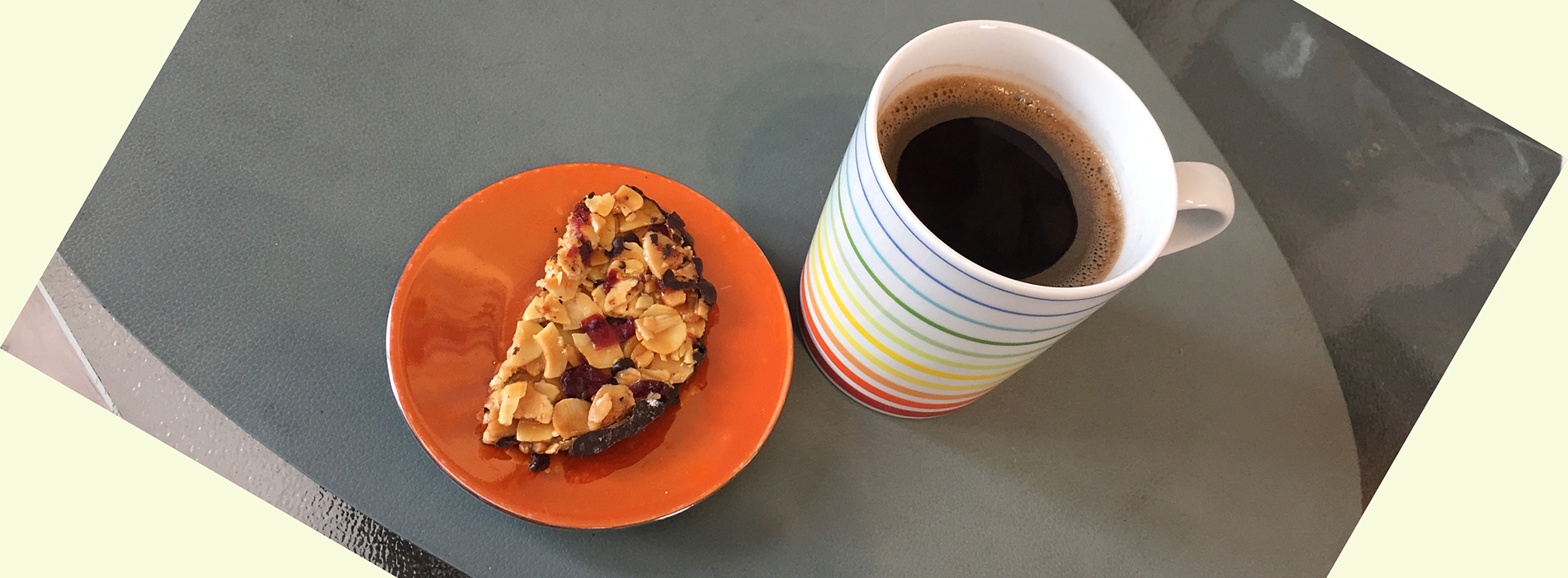Smart snacking. Half a florentine and a cup of black coffee or tea.